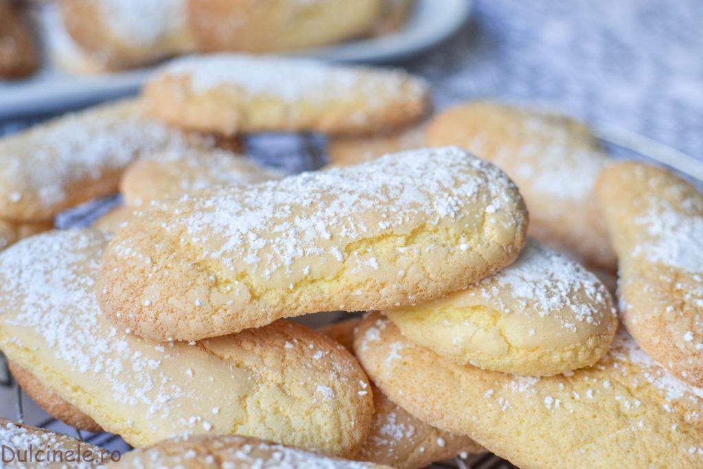 Pișcoturi de casă (biscuiți Savoiardi)