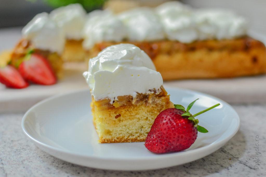 Prăjitură răsturnată cu mere și frișcă || Dulcinele.ro