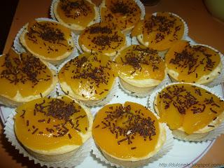 Mini-tarte cu piersici și cremă de vanilie (rețetă simplă)