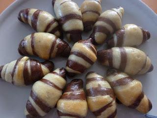 Cornulețe bicolore cu rahat