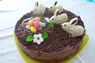 Tort de ciocolata cu pere si un Paste Fericit