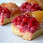 Prajitura cu crema alba, coacaze rosii si caise (1)-8