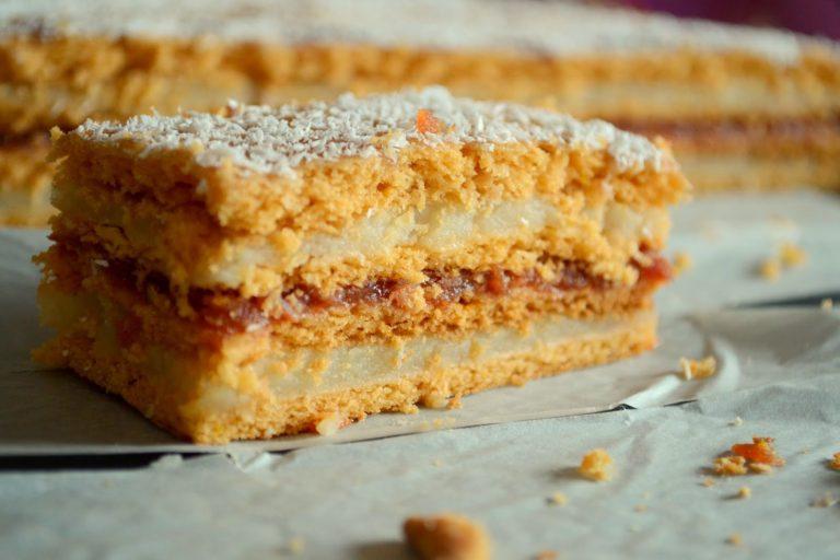 Prăjitură cu foi fragede cu bulion și cremă cu griș (rețetă de post)