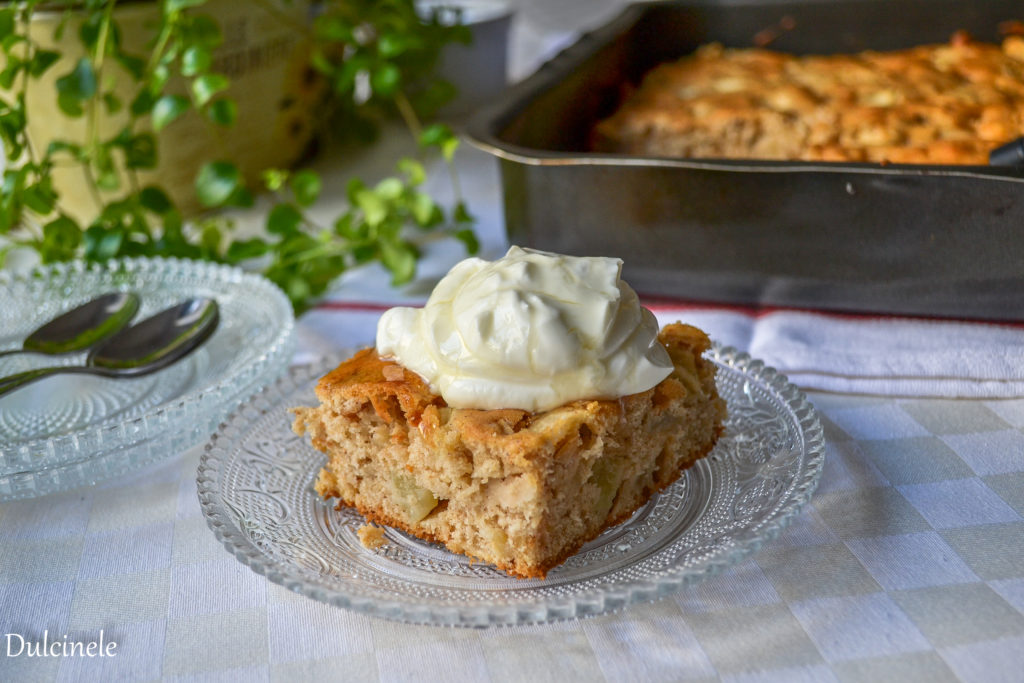 Prăjitură simplă cu mere
