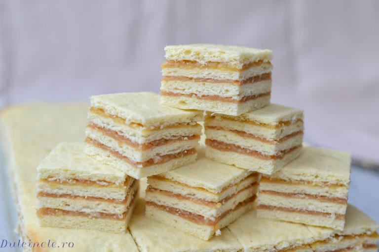 Prăjitură cu foi fragede și mere – rețetă VIDEO