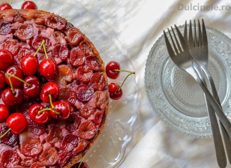 Prăjitură răsturnată cu cireșe – rețetă VIDEO