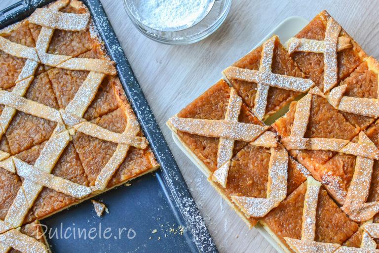 Prăjitură fragedă cu mere rase – rețetă VIDEO