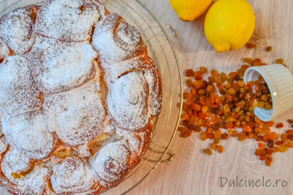 Plăcintă pufoasă cu brânză dulce și stafide || DULCINELE