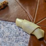 Cornulețe bicolore (cu umplutura de migdale și curmale) || Dulcinele