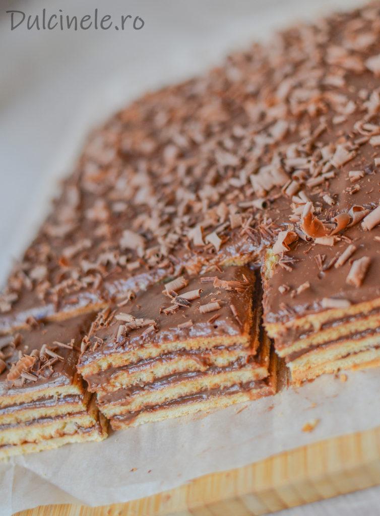 Prăjitură cu foi fragede și cremă cu ciocolată || Dulcinele