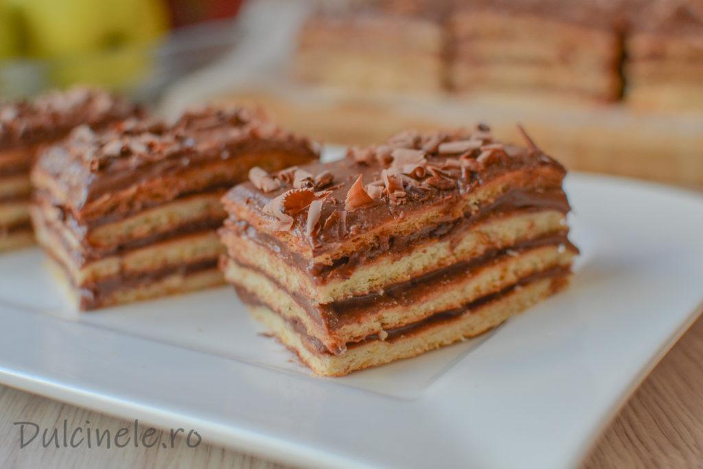 Prăjitură cu foi fragede și cremă cu ciocolată || Dulcinele.ro