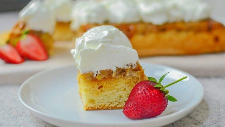 Prăjitură răsturnată cu mere și frișcă – rețeta VIDEO